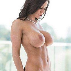 Sehr geile dicke Titten hat diese schlanke Frau